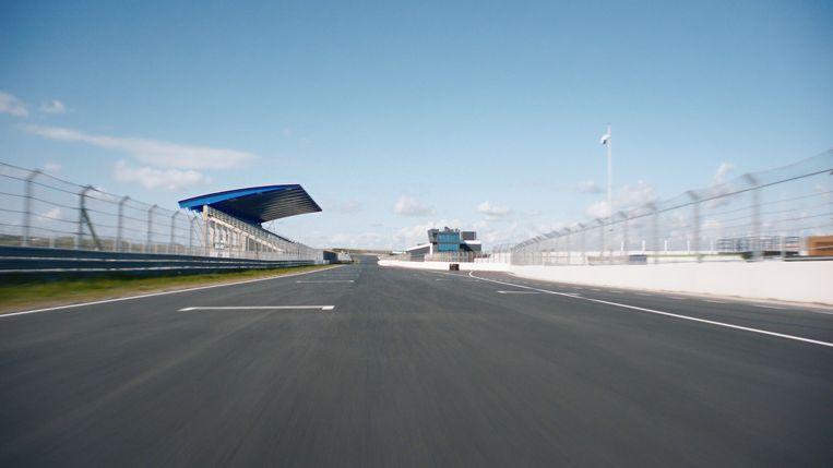 Beeld uit de documentaire: hier hadden de F1-racers over het asfalt moeten snellen. Beeld BNNVARA