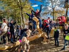 Betonnen schoolplein steeds vaker omgetoverd tot groene natuurspeelplaats: 'Mijn wasmachine draait overuren'