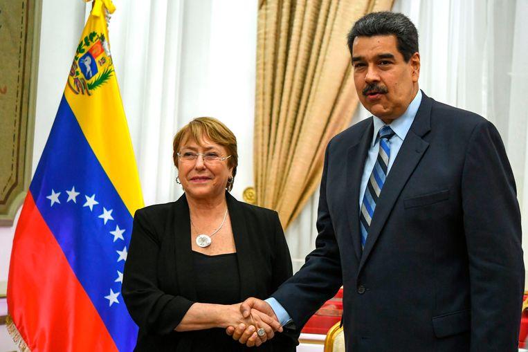 VN Hoge Commissaris voor mensenrechten Michelle Bachelet tijdens haar bezoek aan de Venezolaanse president Nicolás Maduro in Caracas. Beeld AFP