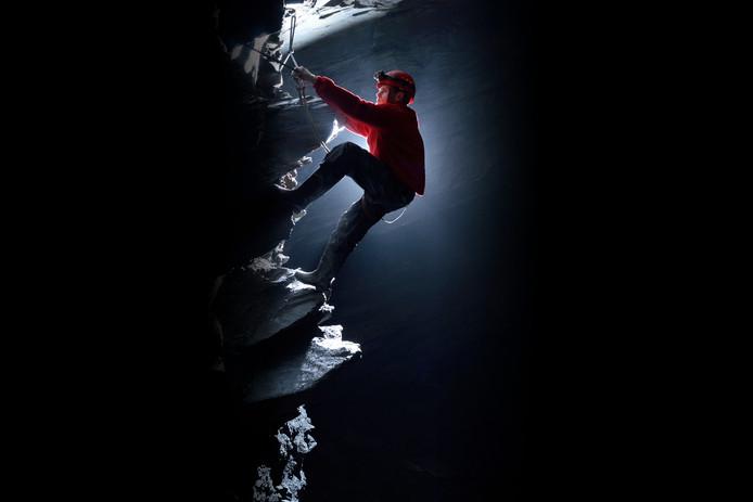 Bij Go Below reis je af naar het diepste punt in het Verenigd Koninkrijk, zo'n 400 meter onder de grond, in een grot.