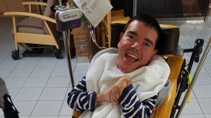 """Verzorgster (36) die hulpbehoevende Erwin in gloeiend heet bad legde, krijgt vier maanden cel met uitstel: """"Veel te weinig voor wat ze ons heeft aangedaan"""""""