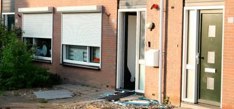 Inval woning Kruiningen in verband met overval Hrieps: 'ik wilde nog open doen, maar dat mocht niet'