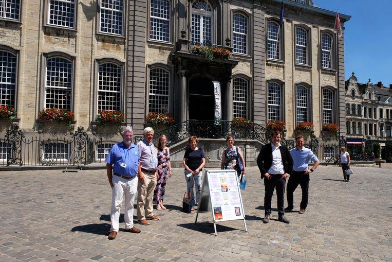 Schepen van Toerisme Rik Verwaest, Visit Lier en gidsenvereniging Argus trokken het toeristisch seizoen in Lier officieel op gang.