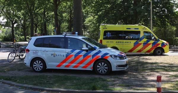 Fietser gewond na botsing met auto in Oss.