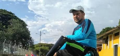 Venezolaan met één been loopt voor gehandicapte dochter door heel Zuid-Amerika