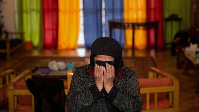 Een Iraanse moeder huilt om de dood van haar zoon.
