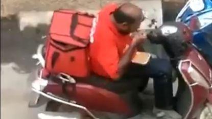 Betrapt: deze bezorger eet volop van maaltijden die hij moet leveren