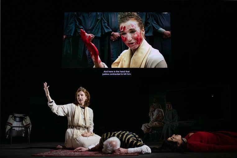 Theatervoorstelling 'Orestes in Mosul' van NTGent, onder regie van Milo Rau.  Beeld Fred Debrock