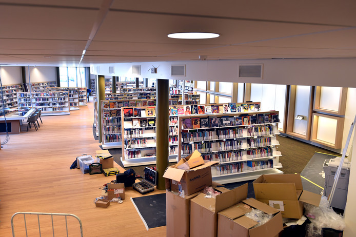 Dozen worden uitgepakt bij de destijds nieuwe bibliotheek in Wijchen.