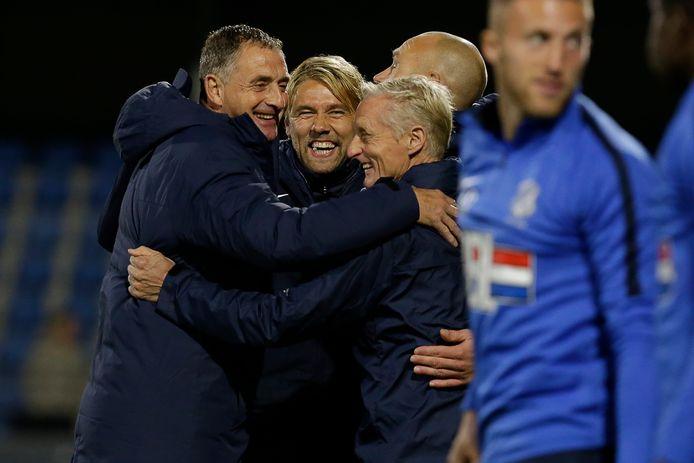 Na de wedstrijd tegen Telstar (4-1 winst) viert Ivo Rossen feest met hoofdtrainer Ernie Brandts (l) en assistent-trainer Pascal Maas (r)
