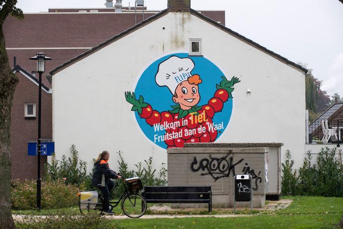 Een muurschildering van Flipje in het centrum van Tiel.