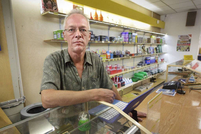 Ed Gerritsen in zijn winkel.