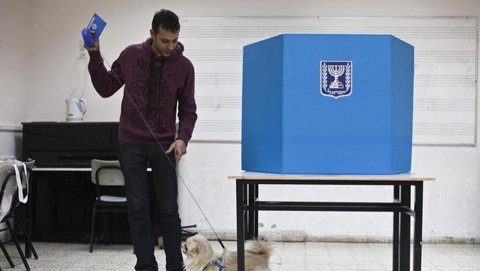 Een stemmer in Tel Aviv, vandaag.