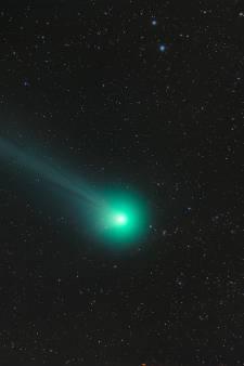 Felle komeet scheert 'rakelings' langs de aarde: 'Absurd maar ongevaarlijk'