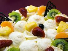 Taart hoeft niet, saucijzenbroodje mag nu ook bij gemeentelijk feestjes in de Noordoostpolder