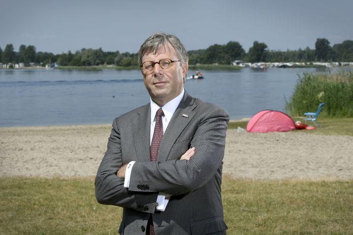 Wethouder Hans de Haan op Strand Horst in Ermelo.
