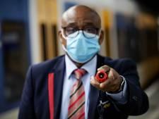 Emmenaar (33) weigert mondkapje te dragen in de trein en deelt klappen uit aan conducteur Arriva