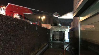 VIDEO. Zware uitslaande brand legt loods in Aalst volledig in de as: schade loopt op tot meer dan 100.000 euro