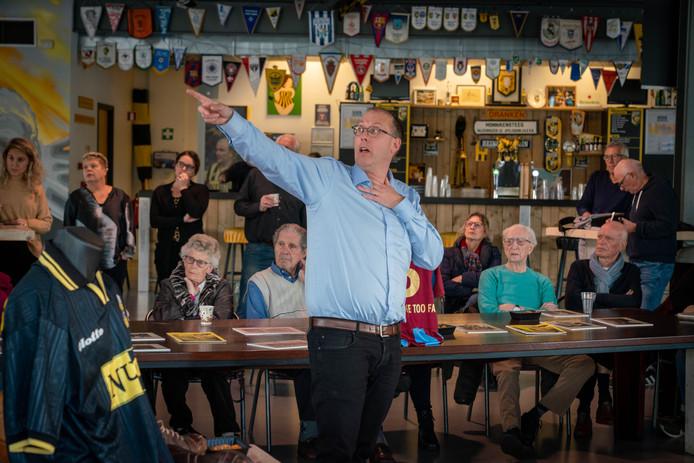 Ferry Reurink vertelt in het supportershome van Vitesse over zijn nieuwste boek Vitesse in de jaren 70.