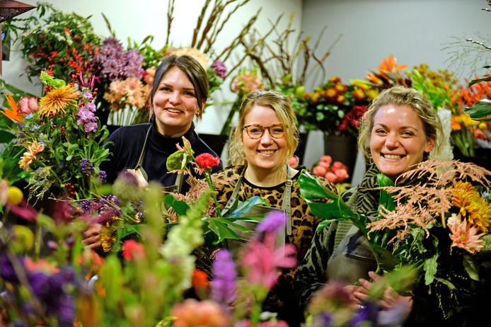 Mirel Wesselink, Rosanne en Marijke Geerdink van Floral Queen.
