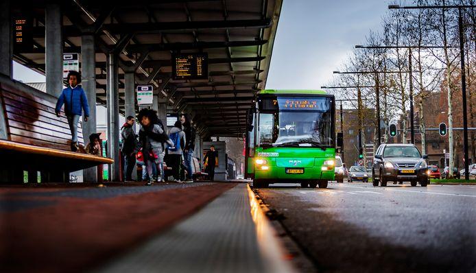 Kleurige bussen van Qbuzz namen het over van Arriva.