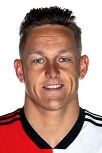 GOAL! 0-3 Feyenoord! Doelpunt Jens Toornstra<br>Toornstra met een mooie punt op de i voor de Rotterdammers. De rebound van Bizot valt voor zijn voeten en hij aarzelt niet: een fraai schot in de bovenhoek.