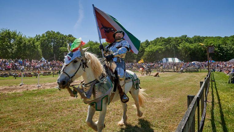 Ringsteekdemonstraties tijdens het Renaissance Festival. Beeld Theo Stielstra