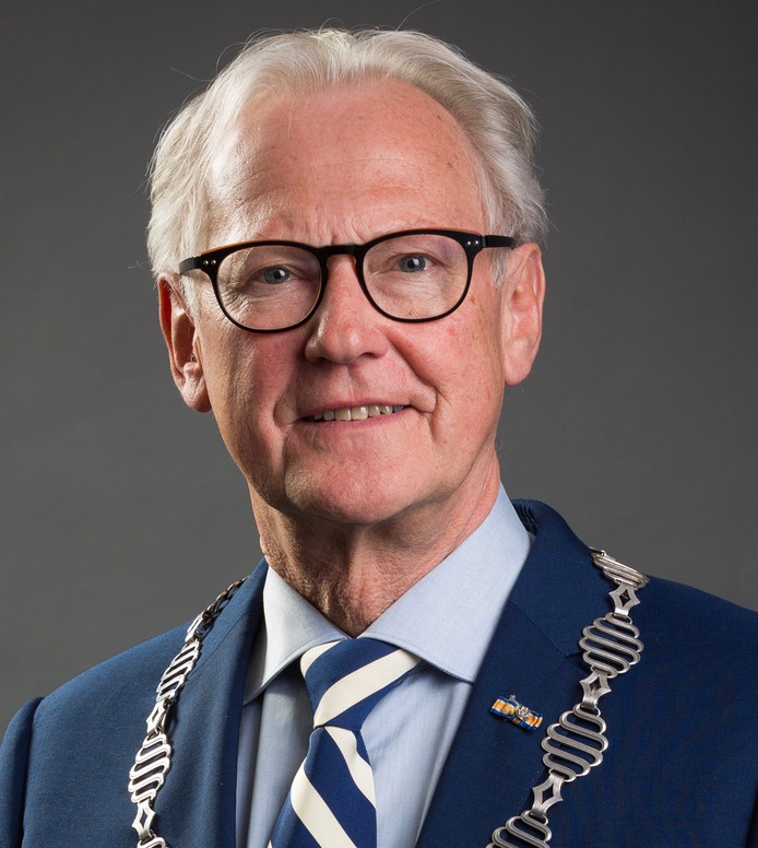 Burgemeester Jan Pieter Lokker.