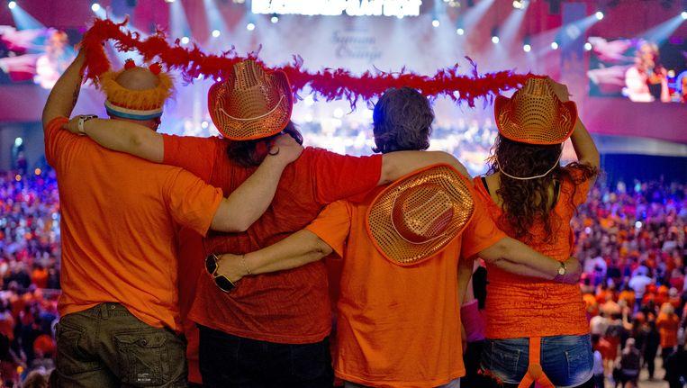 Publiek tijdens het meezingconcert Samen voor Oranje in Ahoy. Beeld ANP