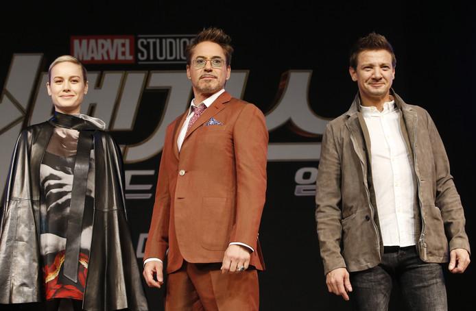Brie Larson, Robert Downey Jr. en Jeremy Renner uit de film Avengers: Endgame.