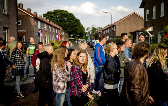 Deelnemers tijdens de stille tocht voor de omgebrachte Savannah Dekker (14).