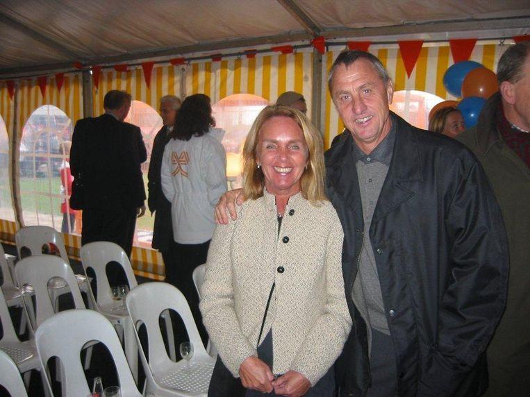 Thea Laffra en Johan Cruijff in 2003. Beeld Eigen foto
