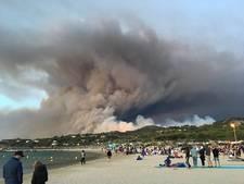 Hengelose families brengen nachten op strand door vanwege Franse bosbranden