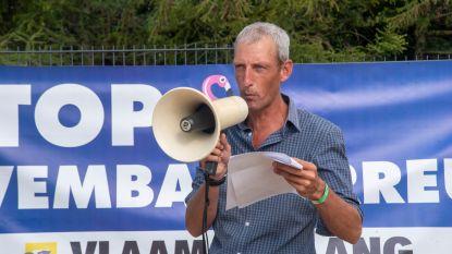 Vlaams Belang voert actie aan openluchtzwembad De Warande