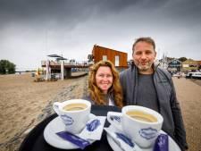 Echtpaar zonder horeca-ervaring begint in coronatijd met strandpaviljoen op Urk: 'Een hele uitdaging'