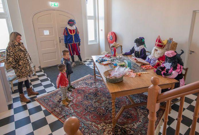 Zaterdagmiddag ontving Sinterklaas de kinderen uit het dorp in Herberg De Griffioen.