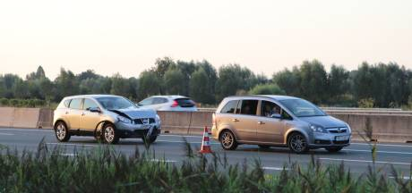 Auto's botsen op elkaar op A12 bij Veenendaal, flinke file