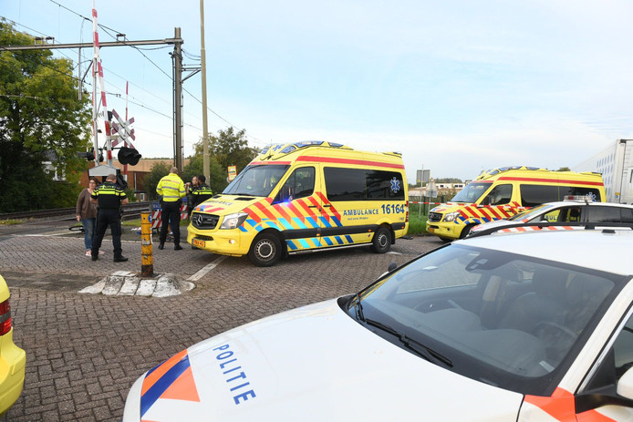 Inwoners van Bodegraven maken zich zorgen nadat gisteren een vrouw met haar kindjes een ongeluk kregen.