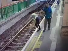 Chinees duwt zonder aanleiding schoonmaakster op metrospoor