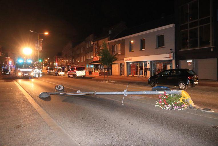 Een paal in de middenberm van de N70 in Beveren is omgevallen na een aanrijding.