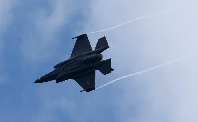 """Les exigences posées par les Etats-Unis aux clients du F-35 en terme de sécurité - tant physique que cybernétique - vont contraindre les militaires à profondément modifier leur manière d'opérer les nouveaux avions, a expliqué le responsable du """"bureau du programme"""" à l'état-major de la Défense, le colonel Harold Van Pee, un aviateur."""
