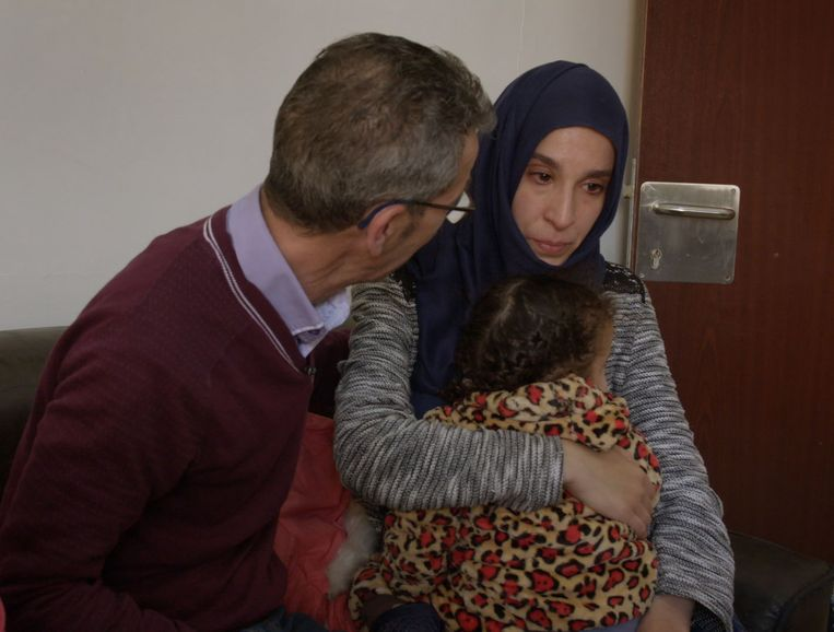 Houssein met zijn dochter Meryem . Beeld Foto BNNVara