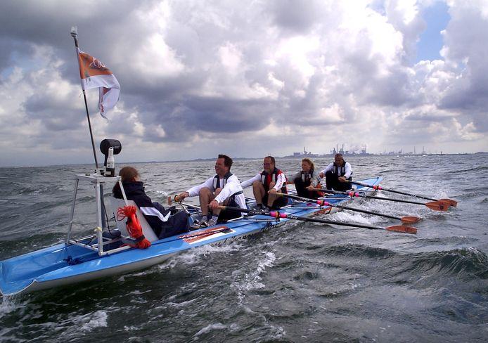 De zeewaardige roeiboot The Vin vaart door heel Nederland.