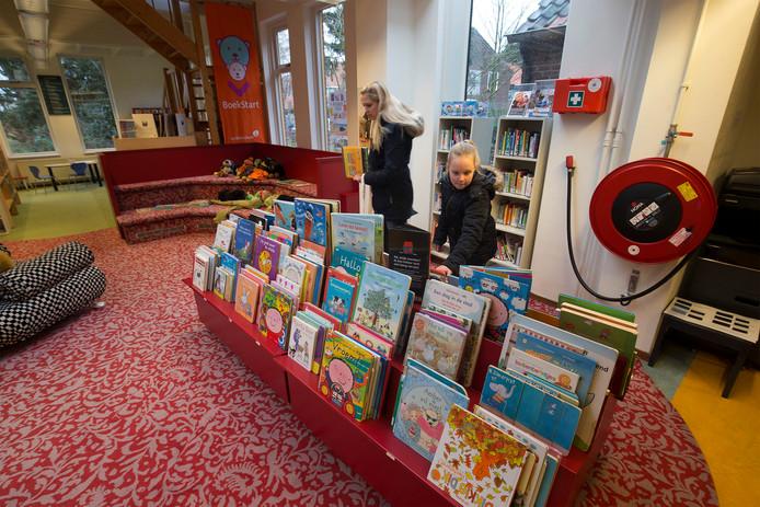 Als de gemeente de bezuiniging doorzet, moet ook de vestiging in Zelhem dicht, zegt directeur Wieb Broekhuijsen van Bibliotheek West-Achterhoek.