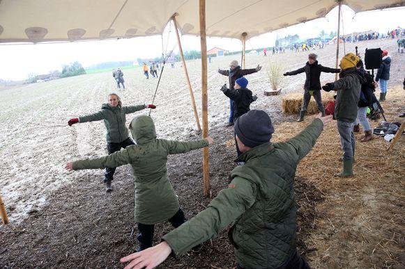 Het Vlaams agentschap Natuur en Bos had samen met de plaatselijke natuurorganisaties een heel programma uitgewerkt zondag. 's Ochtends was er al een yogamoment.