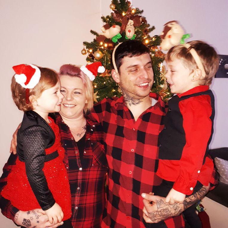 Caroline, Stevie en hun twee kinderen.