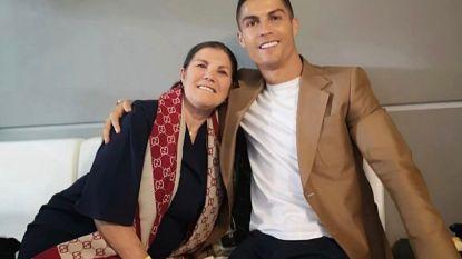 Lichtpuntje in donkere dagen voor Cristiano Ronaldo: mama Dolores mag het ziekenhuis verlaten na beroerte