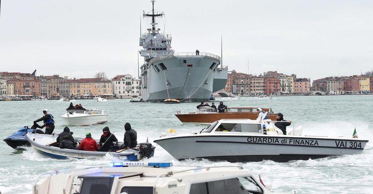 In 2016 waren er al protesten tegen het aanmeren van grote cruiseschepen in Venetië. Beeld EPA