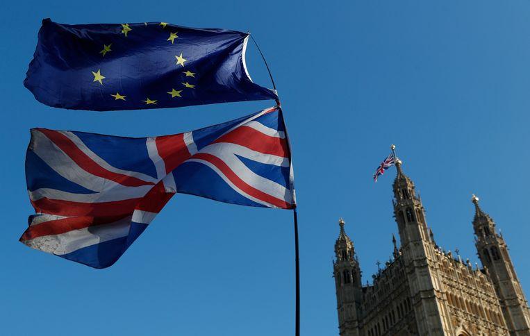 De vlag van de Europese Unie en van Groot Brittannië.  Beeld null