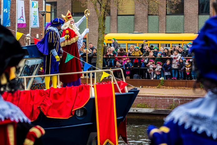 Sinterklaas kwam in november per pakjesboot aan in Almelo.